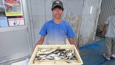 <p>木村様 旧一文字赤灯 サビキ釣り 小アジ/シオ</p> <p>旧一文字でもサビキ釣りすれば釣果は沢山ありますね!おめでとうございます</p>