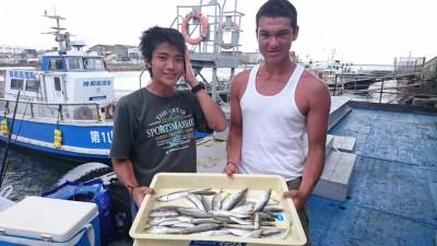 <p>宮崎様 本間様 沖の北 サビキ釣り アジ/サバ/サゴシGET</p> <p>サビキは好調続きです(^^♪おめでとうございます</p>