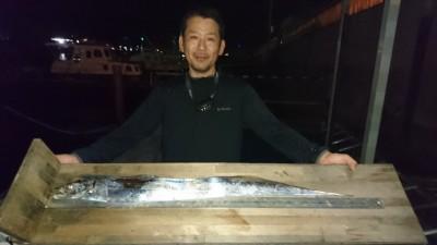 <p>横垣様 沖の北 グラスミノー ドラゴン級タチウオGET</p> <p>検寸で96cmでした(^^♪ワインドでも釣れていたようですが、餌撒きテンヤの方が良く釣れていたとの事でした。おめでとうございます</p>