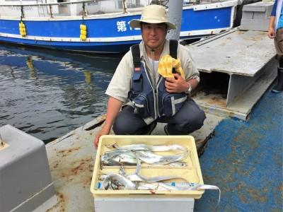 <p>杉本様 沖の北 ワインド・ジグサビキ タチウオ・小アジ多数</p> <p>タチウオのサイズも少しずつ良くなってきてますね♪ 釣果写真へのご協力、ありがとうございます。</p>