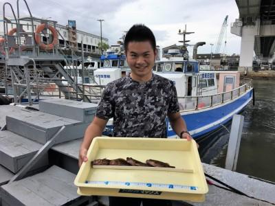 <p>南川様 沖の北 胴突き仕掛け/青イソメ ガシラ4匹</p> <p>根魚は安定して釣れていますね♪ 胴突きや浮き釣りのどちらでも狙えますよ。釣果写真へのご協力、ありがとうございます。</p>