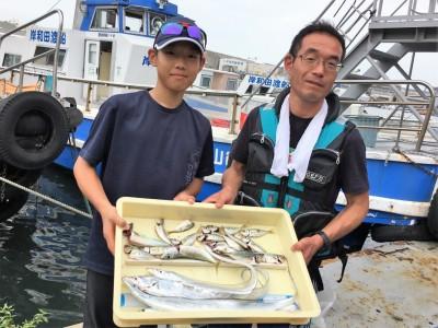 <p>石田様 沖の北 ショアジギ/サビキ釣り タチウオ・サバ・小アジ</p> <p>釣り方次第で色んな魚種が狙えますよ♪ 釣果写真へのご協力、ありがとうございます。</p>