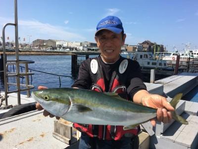 <p>竹田様 沖の北 呑ませ釣り/活きアジ メジロ63cm</p> <p>青物の気配ありますね♪ 9時過ぎにHitされたとの事です。釣果写真へのご協力、ありがとうございます。</p>