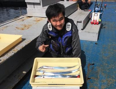 <p>こうせい様 沖の北 浮き釣り タチウオ3本</p> <p>タチウオ釣りに初挑戦され、見事にGetです! 釣果写真へのご協力、ありがとうございます。</p>