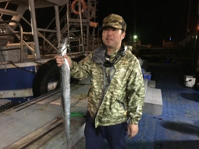 <p>柴田様 沖の北 引き釣り/ドジョウ タチウオ93.5cm</p> <p>グッドサイズのタチウオGETされてます。釣果写真へのご協力、ありがとうございます。</p> <p>&nbsp;</p>