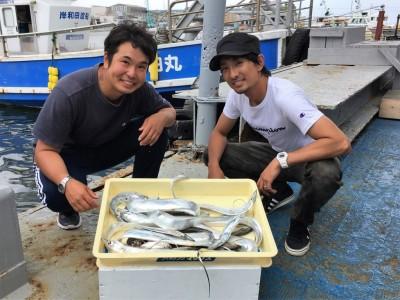 <p>阪井様・小中様 沖の北 ショアジギ/メタルジグ・ワインド・アジング タチウオ・小アジ多数</p> <p>朝一からのタチウオも数が上がり始めましたよ♪ 釣果写真へのご協力、ありがとうございます。</p>