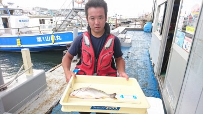 <p>山岸様 旧一文字 紀州釣り 良型キビレGET</p> <p>キビレも釣れています!おめでとうございます</p>