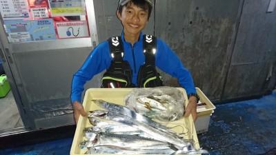 <p>西岡様 沖の北 ワインド/ショアジギ タチウオ/サゴシ多数GET</p> <p>良型混じり!おめでとうございます</p>