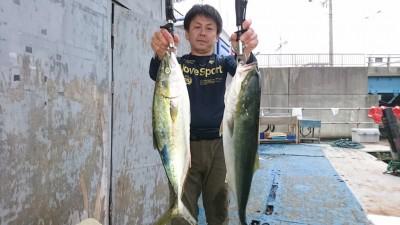 <p>真鍋様 沖の北 ショアジギ メジロ~65cmまで2尾 ツバスGET</p> <p>今日一の大物をお一人で2尾もGETされています(^^♪おめでとうございます</p>