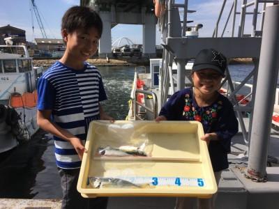 <p>たくまくん・みくちゃん 沖の北 大アジ・中サバ</p> <p>大きいアジ釣れましたね。また遊びにきてくださいね♪</p>