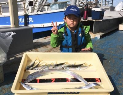 <p>福くん 沖の北 ワインド・サビキ釣り タチウオ・小アジ</p> <p>早起き大変だったと思いますが、たくさん釣れて良かったね♪ また遊びに来てくださいね。</p>