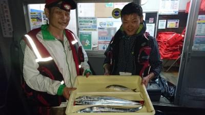 <p>大隅様 沖の北 ウキ釣り タチウオ/サバGET</p> <p>今日は渋かったとの事です。リベンジお待ちしております</p>