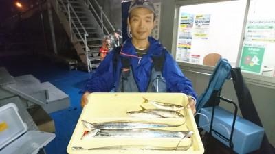 <p>坪江様 沖の北 ウキ釣り タチウオ/サバGET</p> <p>喰いが渋そうですねーまたのご利用お待ちしております</p>