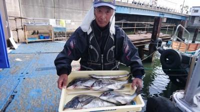 <p>森様 沖の北 紀州釣り チヌ~46cmまで多数GET</p> <p>良型揃いですね(^^♪チヌダービーも暫定1位です!おめでとうございます</p>