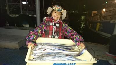 <p>豊田様 沖の北 ウキ釣り タチウオ多数GET</p> <p>良い思い出になったでしょうか!?またのご来場お待ちしております!</p>