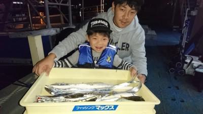 <p>山口様 沖の北 ウキ釣り タチウオ/アジ/サバGET</p> <p>最近、釣りを始められたそうです(^^♪わからない事があれば服部船長までお気軽に聞いてくださいね!</p>