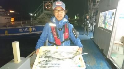 <p>藤本様 沖の北 ウキ釣り タチウオ多数GET</p> <p>強風の中、見事な釣果です!!(^^)!</p>