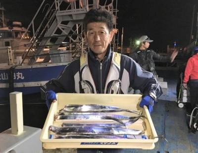 <p>西様 沖の北 ウキ釣り/キビナゴ タチウオ8匹</p> <p>19時便でお戻りになられましたが、好釣果です。釣果写真へのご協力、ありがとうございます。</p>