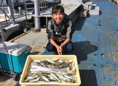 <p>藤井様 沖の北 ワインド・サビキ釣り タチウオ・小アジ・サンバソウ・カワハギ・ウマヅラハギ</p> <p>見事に5目達成ですよ♪ また遊びに来てくださいね。</p>