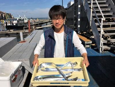 <p>FWO様 沖の北 ショアジギ/メタルバイブ タチウオ6本・サゴシ</p> <p>朝の時合できっちりタチウオをGETされております。釣果写真へのご協力、ありがとうございます。</p> <p>&nbsp;</p>