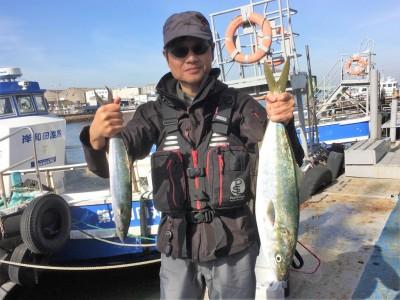 <p>薮崎様 沖の北 ショアジギ/メタルジグ メジロ66cm・サゴシ</p> <p>久々にショアジギでメジロがGetされました。8時前にHitしたとの事です。おめでとうございます!</p>