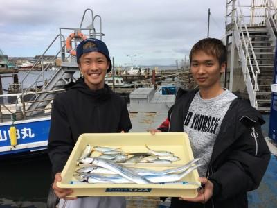 <p>池田様・國安様 沖の北 浮き釣り/キビナゴ・メタルジグ・サビキ釣り タチウオ3匹・小アジ多数</p> <p>いい笑顔ですねぇ~ またのお越しをお待ちしております。</p>