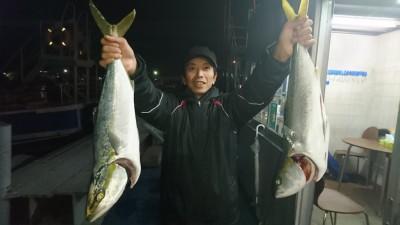 <p>松浦様 沖の北 のませ釣り メジロ2本GET</p> <p>毎回青物ボウズは無いそうです(^^♪持ってる方は釣りますね♪</p>