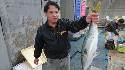 <p>高宮様 沖の北 のませ釣り メジロGET</p> <p>こちらも青物釣果!おめでとうございます(^^♪</p>