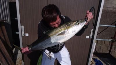 <p>大北様 沖の北 のませ釣り ブリ97.0cm 8kg GET</p> <p>魚持ちの写真を撮らせて頂きました(^^♪大物賞の無料乗船券もGETおめでとうございます!</p>
