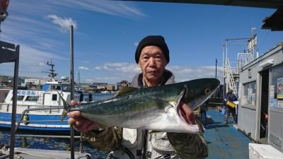 <p>安江様 沖の北 のませ釣り メジロ64㎝!8時半ごろにヒット!他にもこれより大きいサイズをばらしたそうです。けっこうばらしたという話を聞きますので皆さん太仕掛けでやってくださいね♪せっかくのアタリがもったいない!</p>