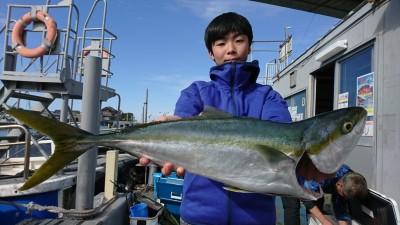 <p>上坂様 沖の北 のませ釣り メジロ67㎝!9時半頃にヒット!本日1本目の青物です。</p>
