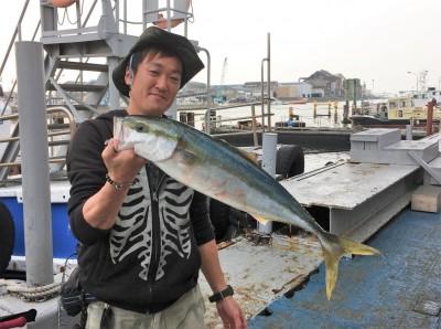 <p>大北様 沖の北 のませ釣り メジロ</p> <p>以前「四季の釣り」撮影時にメジロを釣られた大北様。今日もやってくれましたよ!! 釣果情報提供にご協力頂き、ありがとうございます。</p>