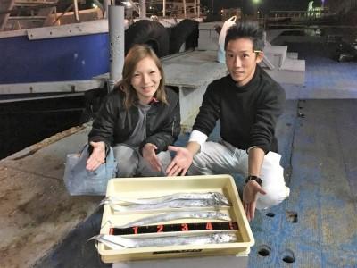 <p>中野様 沖の北 ウキ釣り/キビナゴ タチウオ5匹</p> <p>朝の時合で釣られたタチウオです。夕方まで長時間、お疲れ様でした!</p> <p>&nbsp;</p>