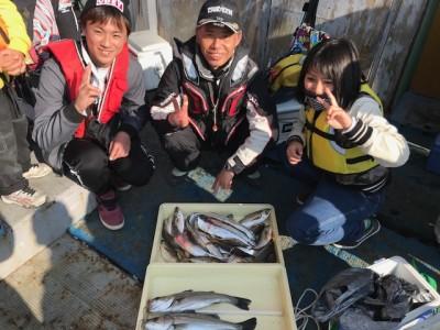 <p>三谷様 旧一文字 エビ撒き釣り ハネ・尺アジ・タチウオ</p> <p>同じく尺アジ爆釣です。絶品アジを堪能できますね♪ いつも釣果情報提供にご協力頂き、ありがとうございます。</p>