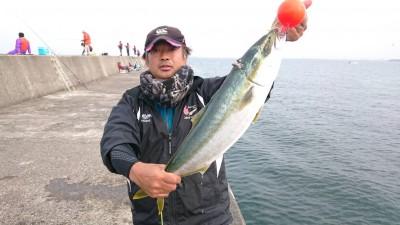 <p>マックススタッフが沖の北を巡回してくれました。のませ釣りでメジロが釣れていましたよ♪</p>