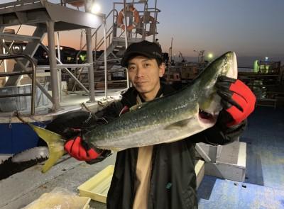<p>松浦様 沖の北 のませ釣り メジロ66.0cm</p> <p>11時便でお預かりしました。その後かなりデカイのを掛けられましたが、惜しくも・・・。いつも釣果情報提供にご協力頂き、ありがとうございます。</p>