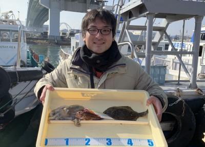 <p>迫平様 沖の北 投げ釣り カレイ26cm・ガシラ・タコ</p> <p>投げ釣り仕掛けでタコもGetです。カレイ釣果でスタンプ1個進呈です♪</p>