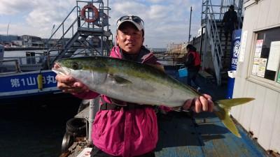 <p>山根様 沖の南 のませ釣り メジロGET</p> <p>いつも安定した釣果(^^♪流石ですね♪おめでとうございます!</p>