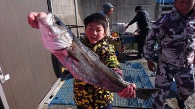 <p>とうま君 沖の北 のませ釣り ハネ73.5cmGET</p> <p>ハネが今日は好調ですね(^^♪おめでとうございます!</p>