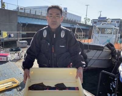 <p>池永様 沖の北 投げ釣り/青イソメ カレイ25cmまでを2枚</p> <p>好調にカレイ釣れてますね。カレイ釣果でスタンプ1個進呈です♪</p> <p>&nbsp;</p>
