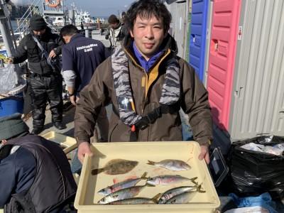 <p>井上様 沖の北 投げ釣り/カレイ・ウミタナゴ ジグサビキ/中サバ</p> <p>サバはショアジギでも狙えますね。カレイも釣られスタンプ1個進呈です♪</p>