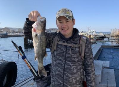 <p>香山様 沖の北 フカセ釣り/青イソメ ハネ48.0cm</p> <p>シラサエビ以外でもハネは狙えますね♪ ハネ釣果でスタンプ1個進呈です。</p>