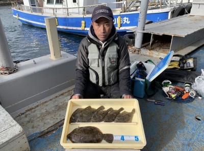 <p>小早川様 旧一文字(4番付近) 投げ釣り カレイ34.0cmまでを6枚</p> <p>ここ最近厳しい状況だったカレイですが、釣り荒れしていなければまだいけますね♪ 良型混じりの釣果、お見事です! カレイ釣果でスタンプ1個進呈です。</p>