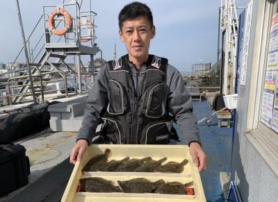 <p>永長様 沖の北 投げ釣り カレイ24cmまでを8枚</p> <p>カーブの手前50mくらいでの釣果です。6:30頃に集中して釣られております。カレイ釣果でスタンプ1個進呈です♪</p>