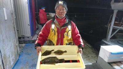 <p>西山様 沖の北 投げ釣り カレイGET</p> <p>数は出ませんが、まだポロっと釣れてますね(^^♪おめでとうございます!</p>