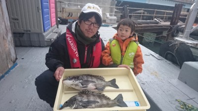 <p>高野様 中波止 紀州釣り チヌ43.5cm2尾GET</p> <p>最近手ごわい中波止での釣果です!フカセの方が多い中、紀州釣りでの釣果(^^♪お見事!</p>