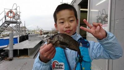 <p>増田様 沖の北 探り釣りで良型メバル!次は大物釣ってくださいね♪お待ちしてます。</p>