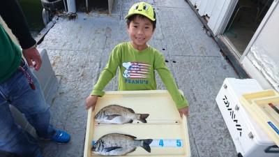 <p>大杉様 沖の北 落とし込み チヌ2尾GET</p> <p>お子さんと釣りですね(^_^;)おめでとうございます!!</p>