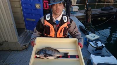 <p>辻井様 旧一文字 フカセ チヌ40.5cmGET</p> <p>フカセでの釣果おめでとうございます</p>