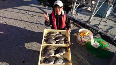 <p>高野様 沖の北 紀州釣り チヌ~42cmまで11尾GET</p> <p>紀州釣りでも大漁釣果出ています!11:00~17:00までの釣果です(^o^)vおめでとうございます!</p>